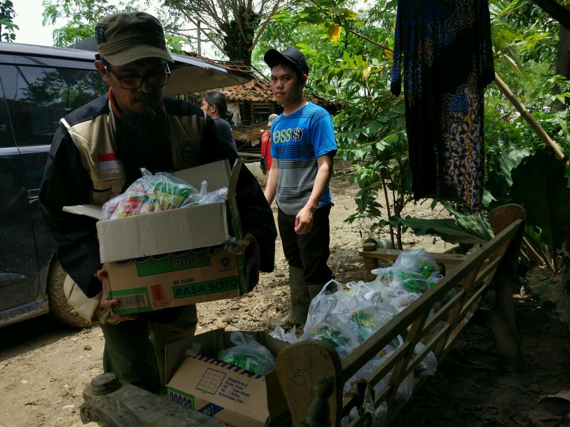 Dokumentasi Kegiatan Amal Peduli Banjir Brebes – Cirebon Timur.